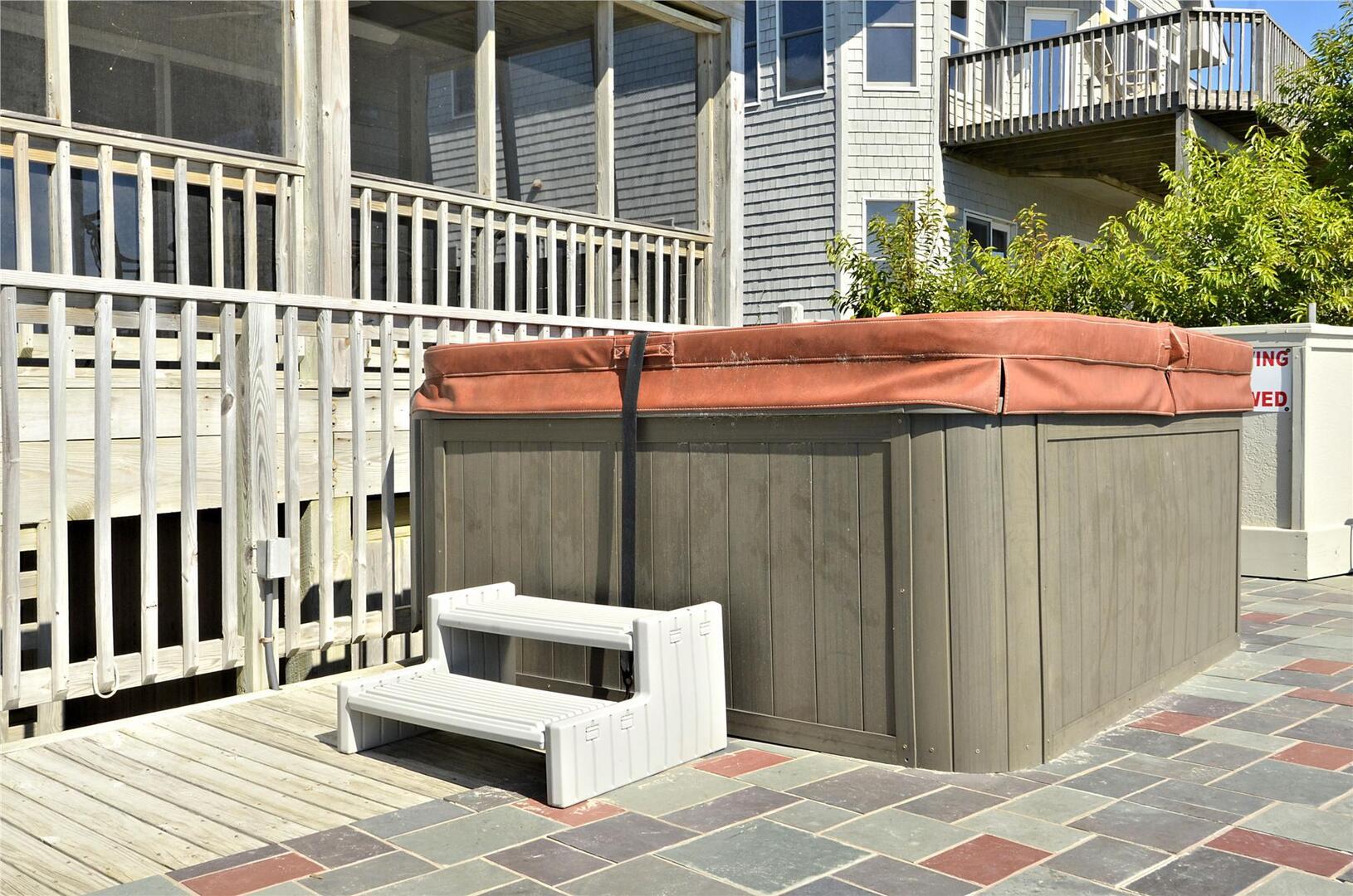 Pool,Lower Level Hot Tub,