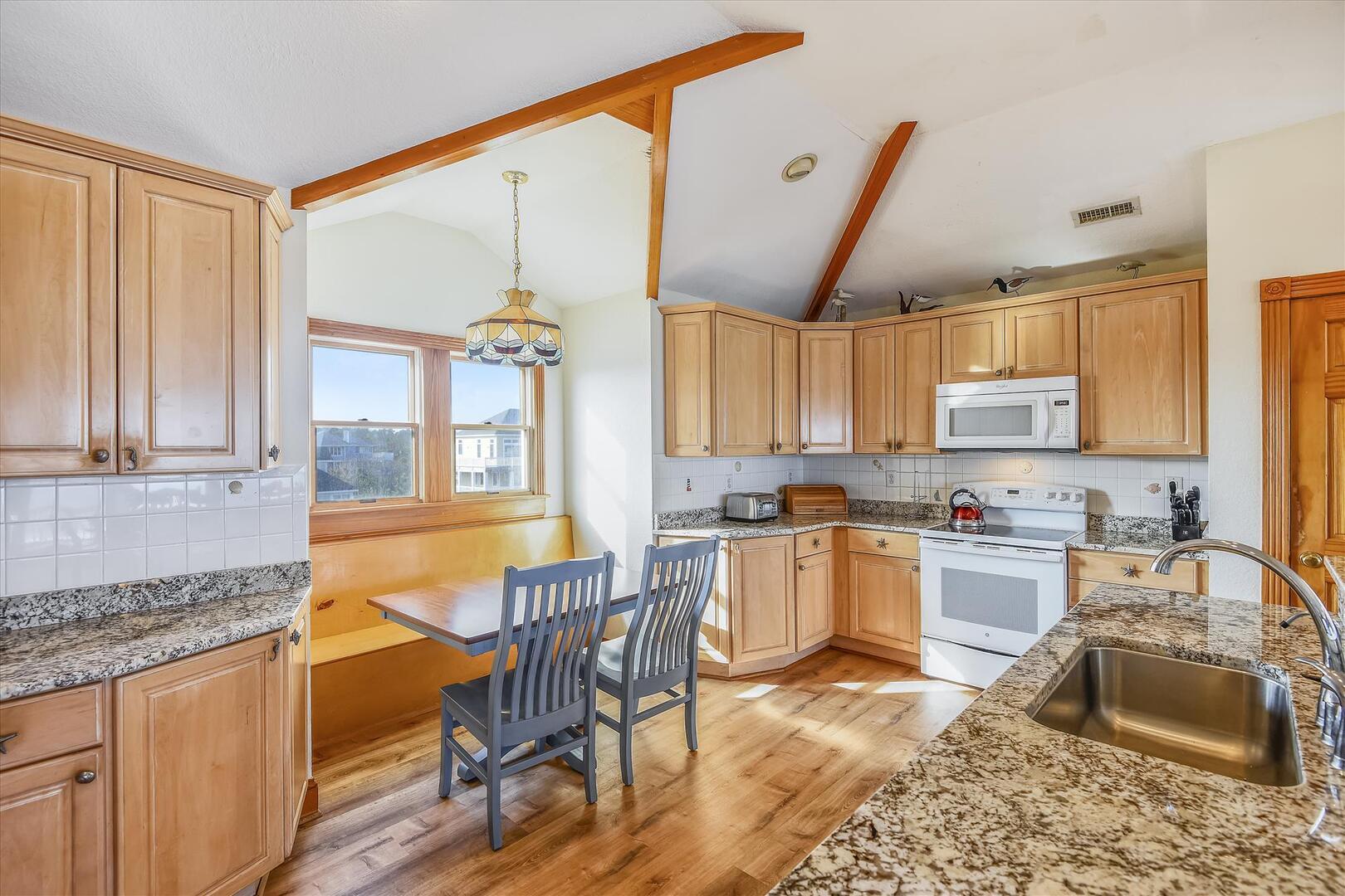 Upper/Main Level,Kitchen,