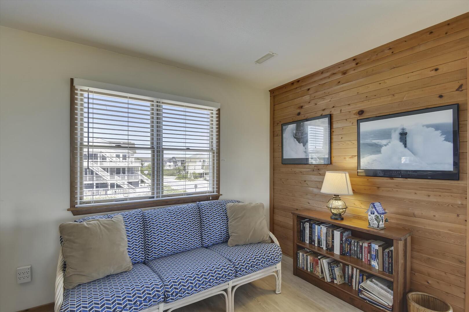 Main/Upper,Living Area,