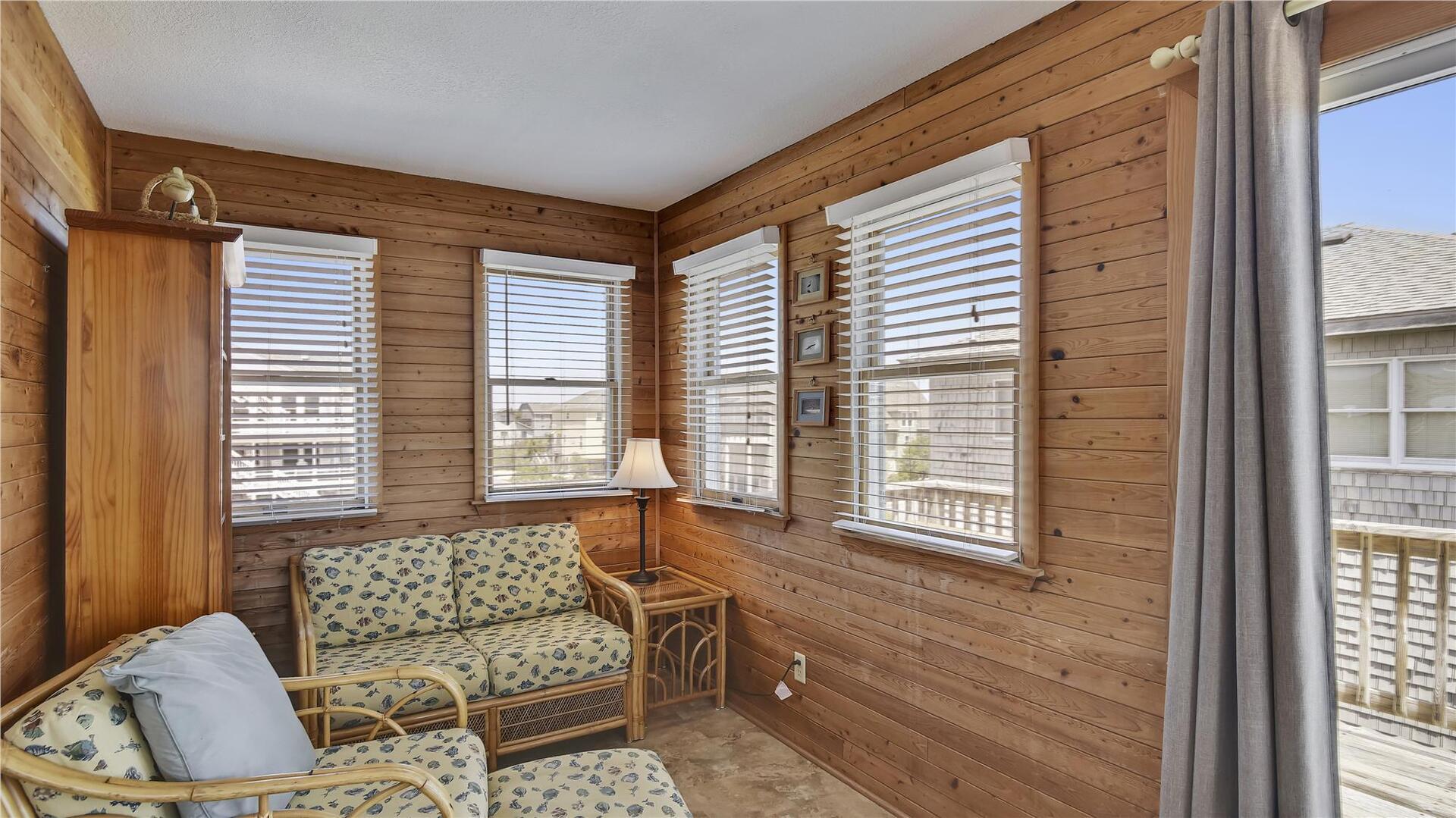 Main/Upper,Sun Room,