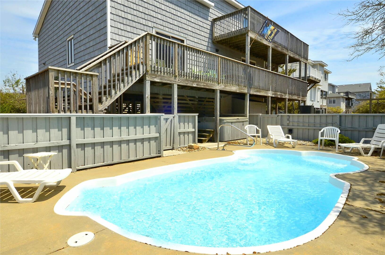 Pool Level,Pool Deck,
