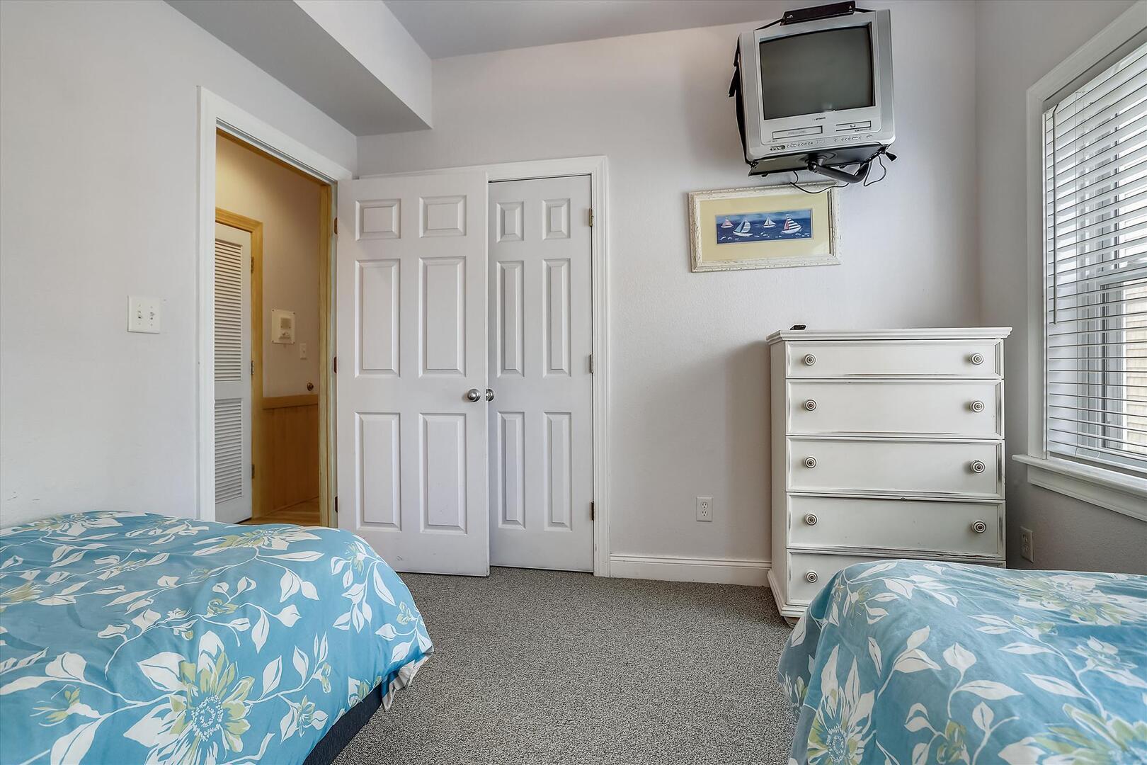 Pool Level,Bedroom,