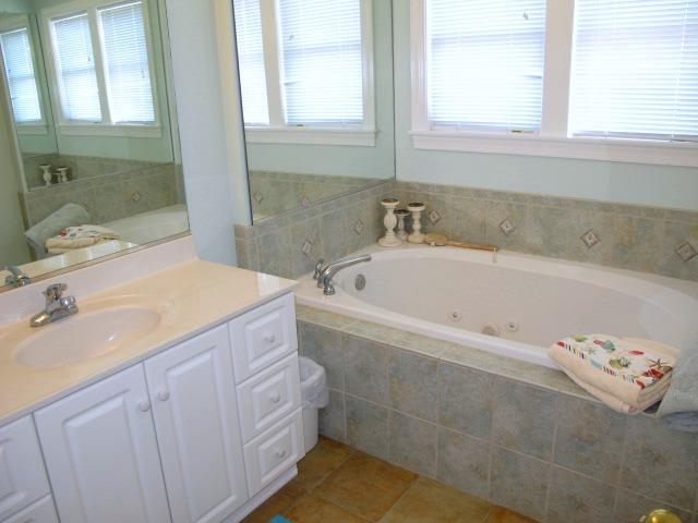 Jacuzzi Tub in King Master
