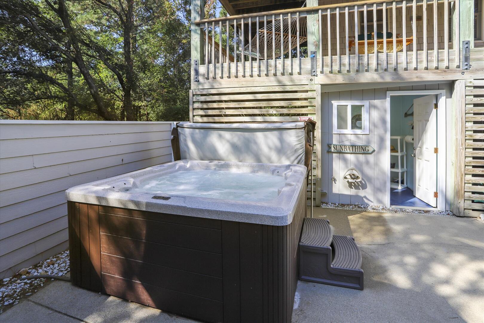 Pool/Lower Level,Hot Tub,