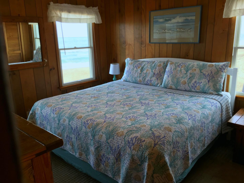 Oceanfront King Master Bedroom