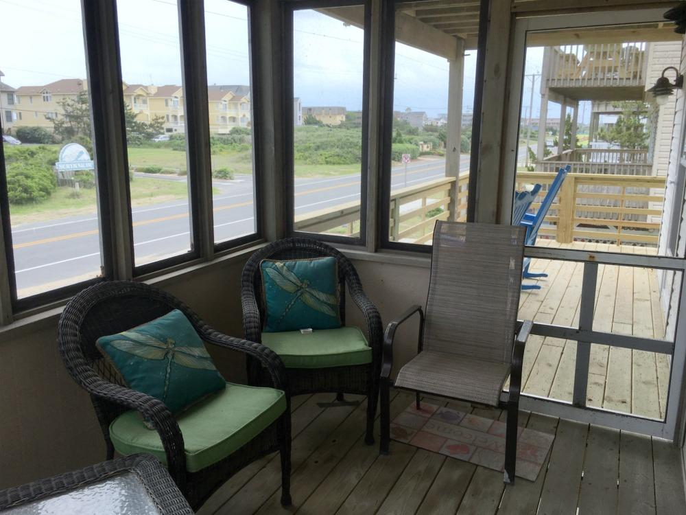 Mid-Level Screen Porch