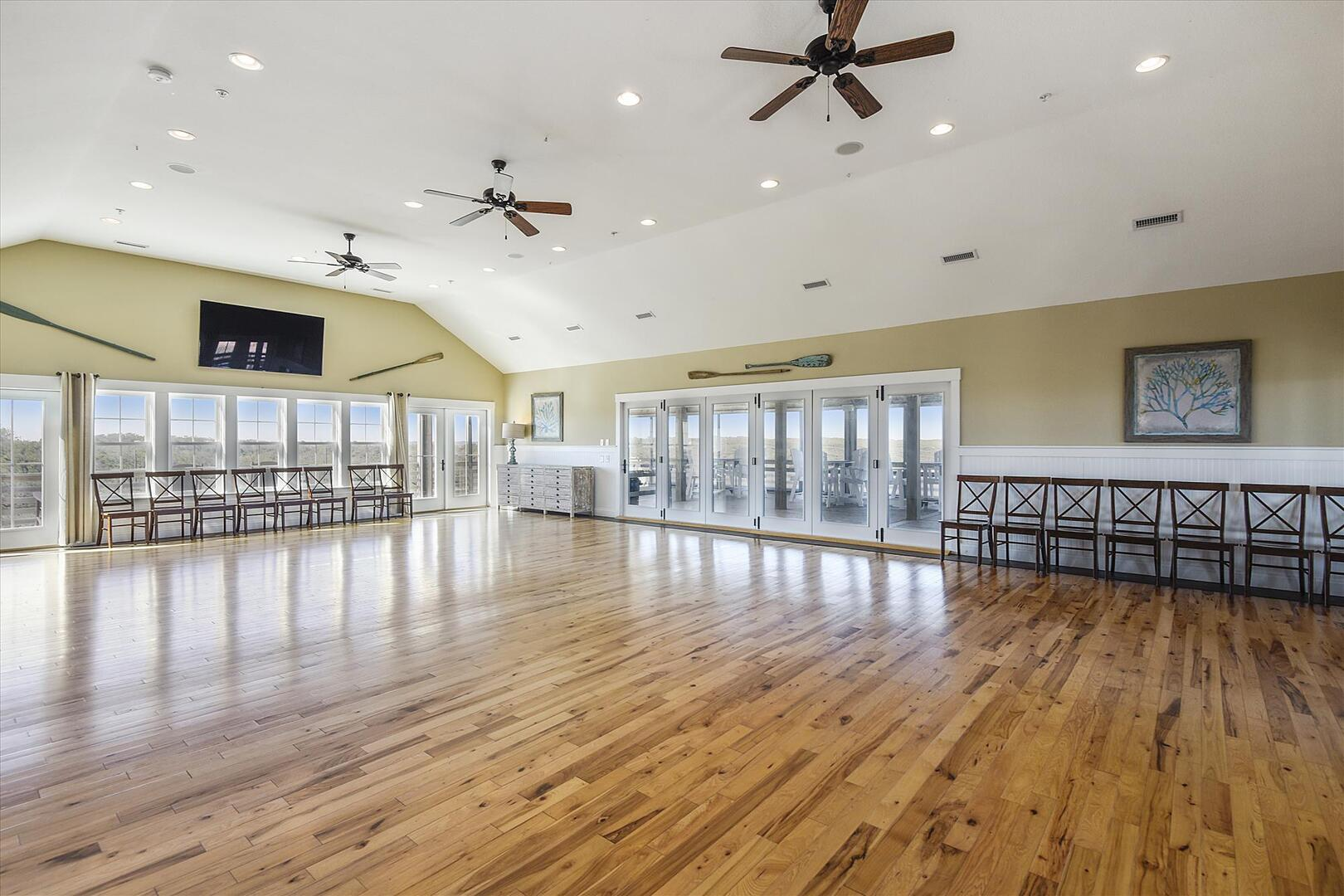 Upper Level,Ballroom/Dining Area,