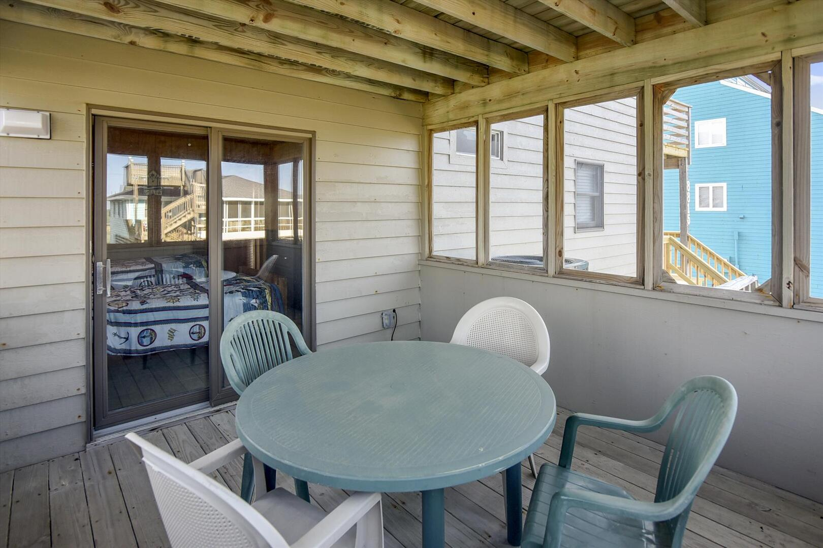 Middle/Entry Level,Screened Porch,