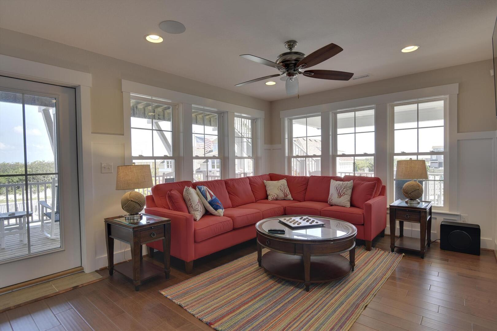Middle/Entry Level,Sitting Room,