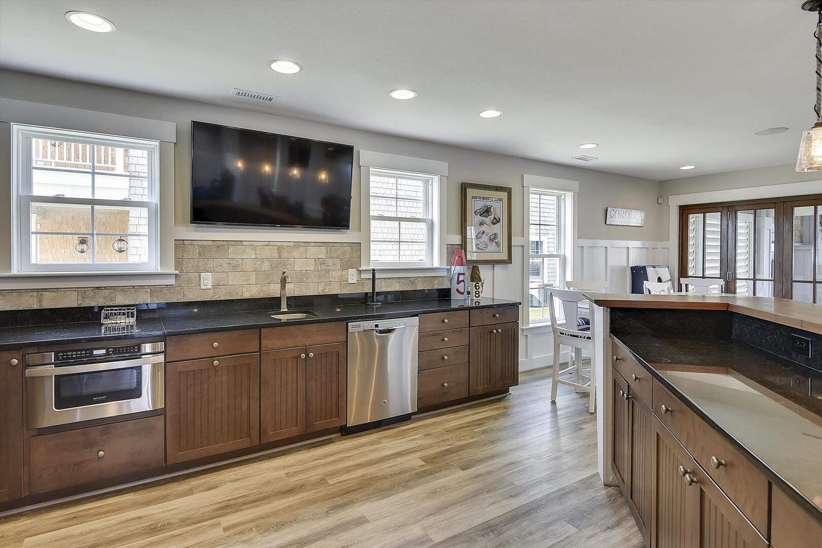 Lower Level,Kitchen,