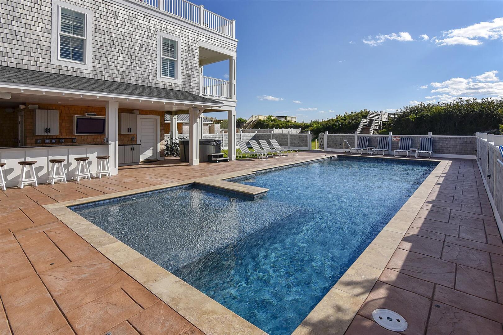 Exterior,Pool,
