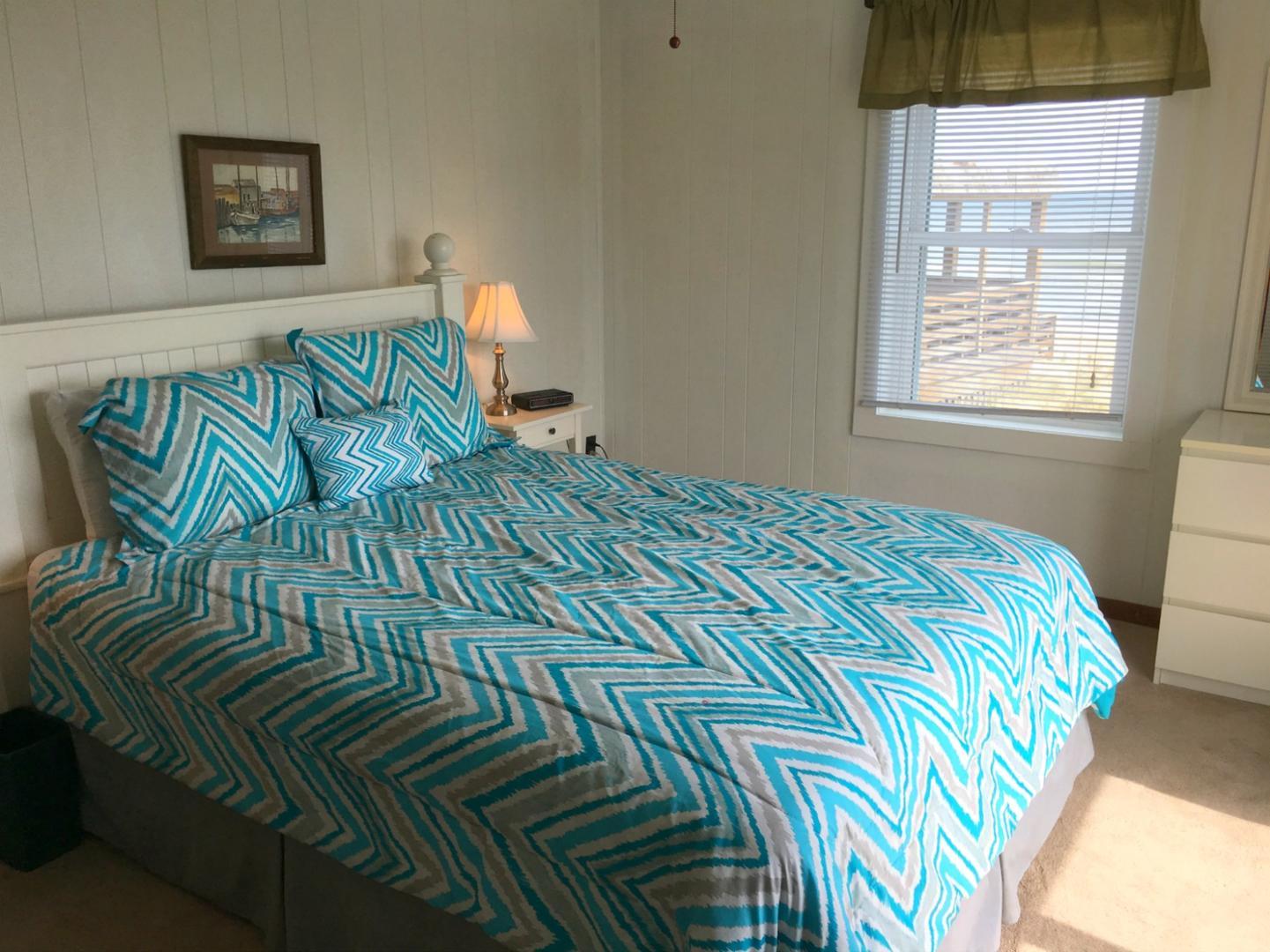 Queen Oceanfront Bedroom