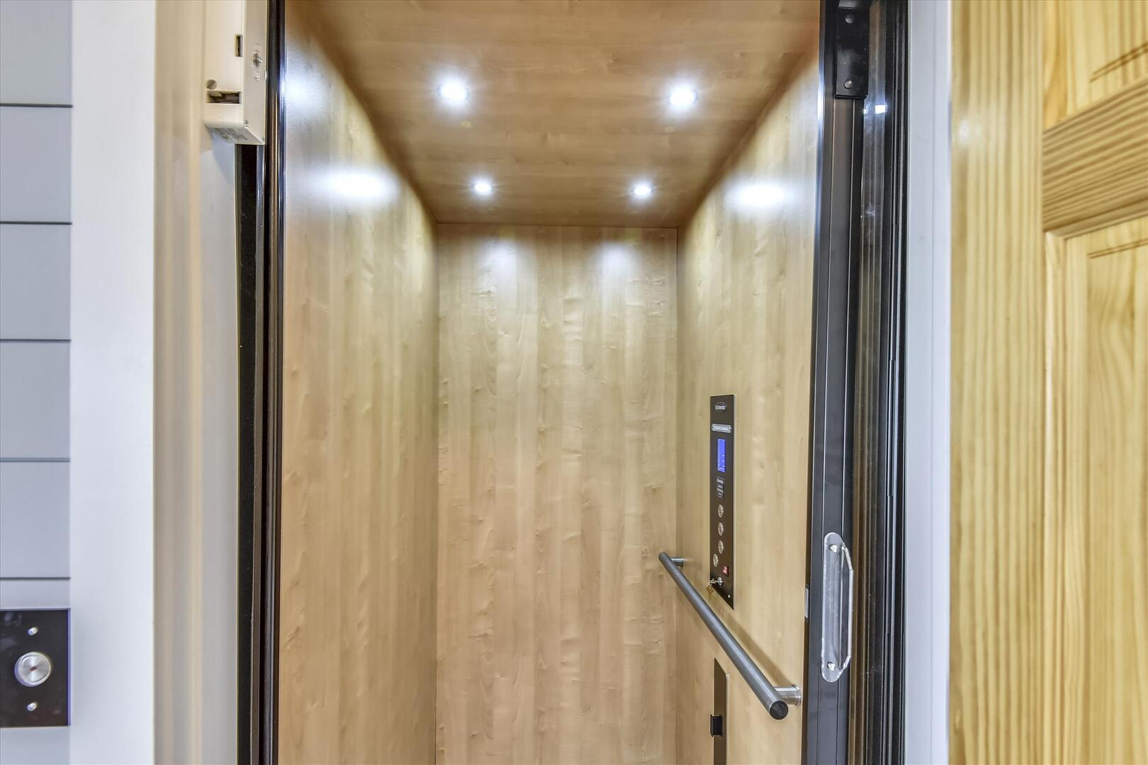 Upper Level,Elevator,
