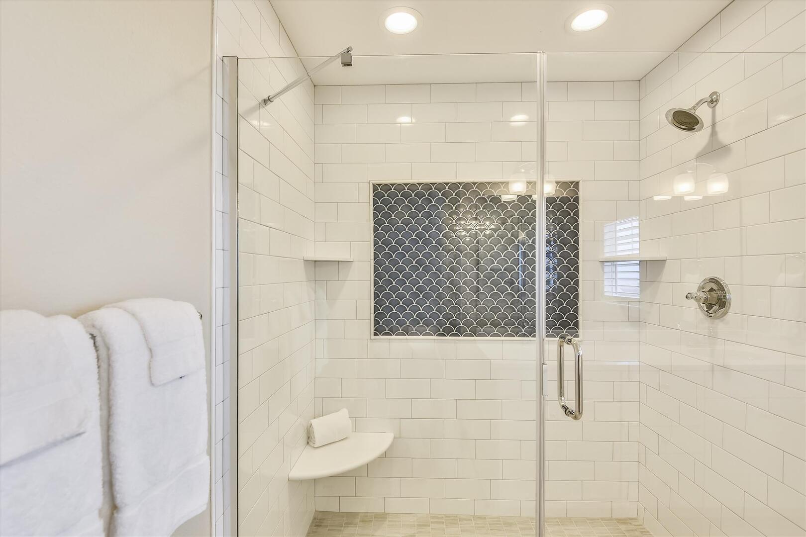 Upper Level,Shower,