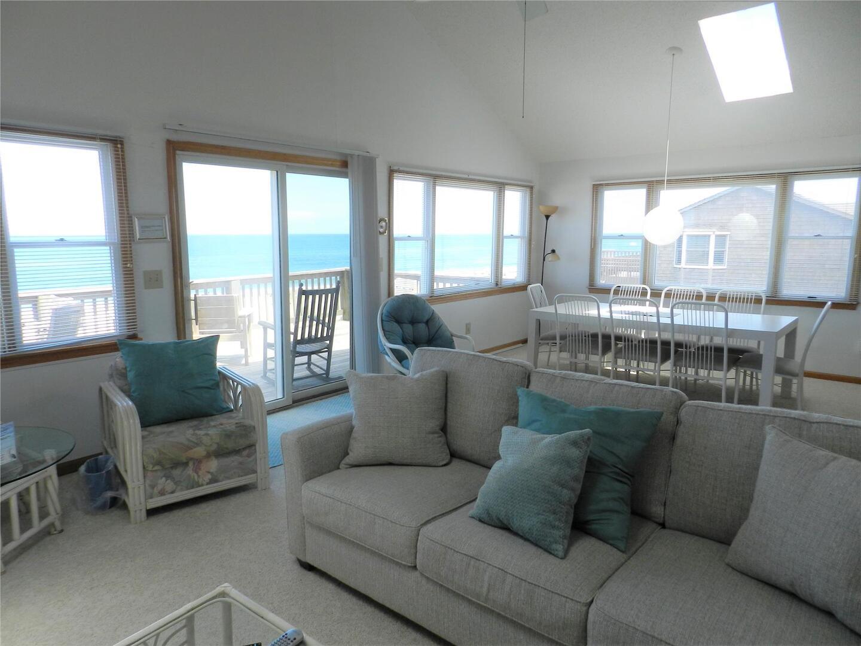 Main/Upper Level,Living Room,