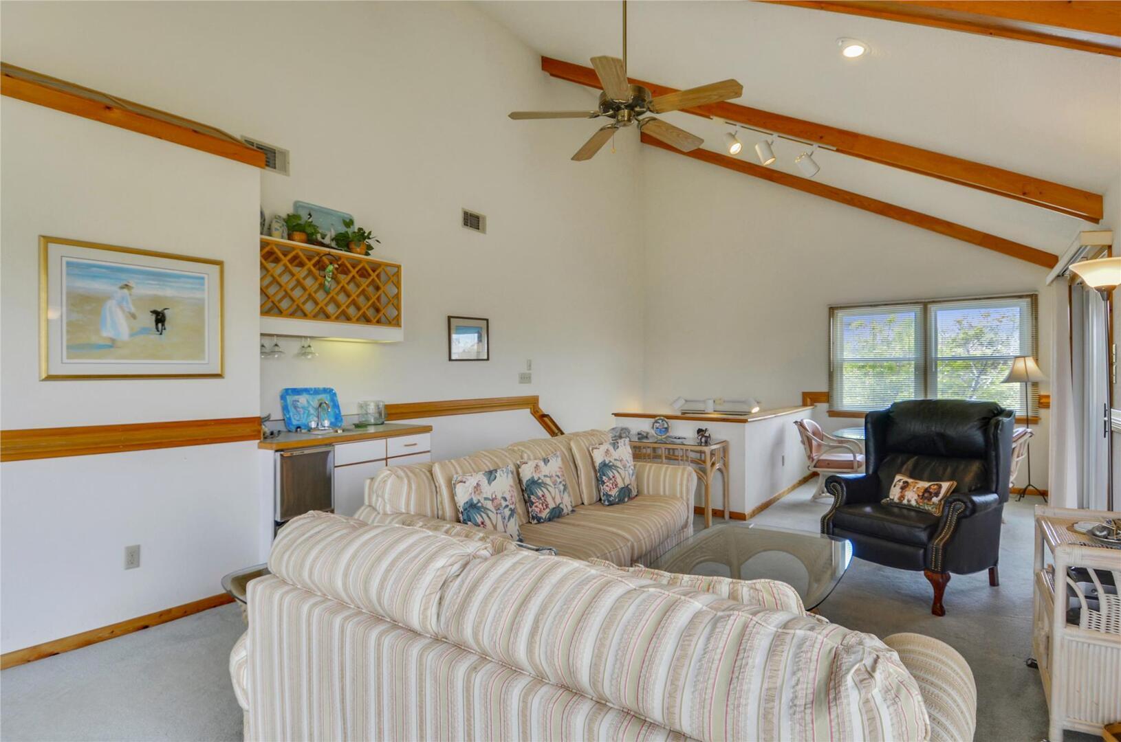 Main/Upper Level,Lounge Area,