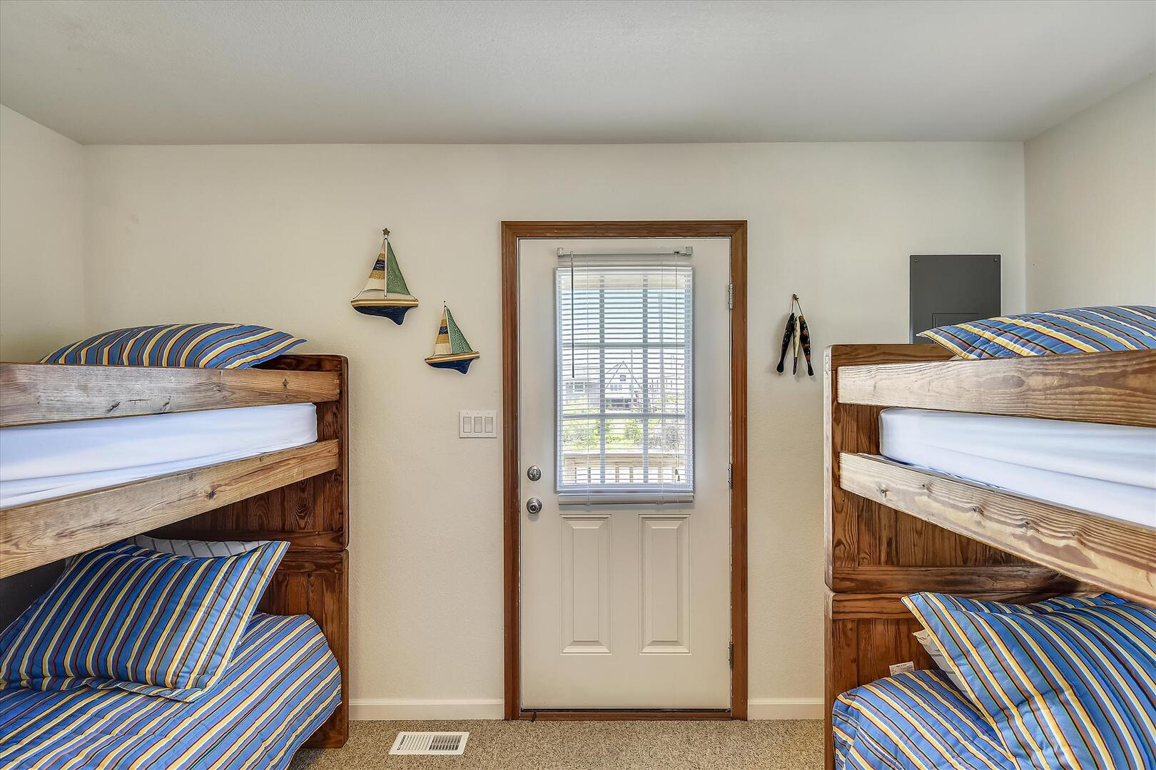 Entry/Middle Level,Bedroom,