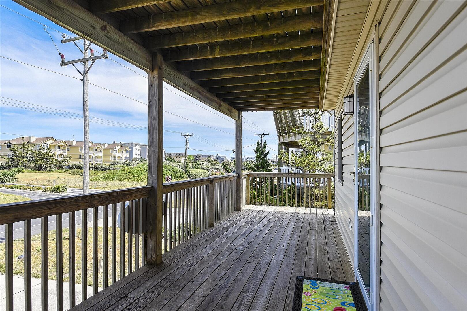 Entry/Middle Level,Covered Deck,