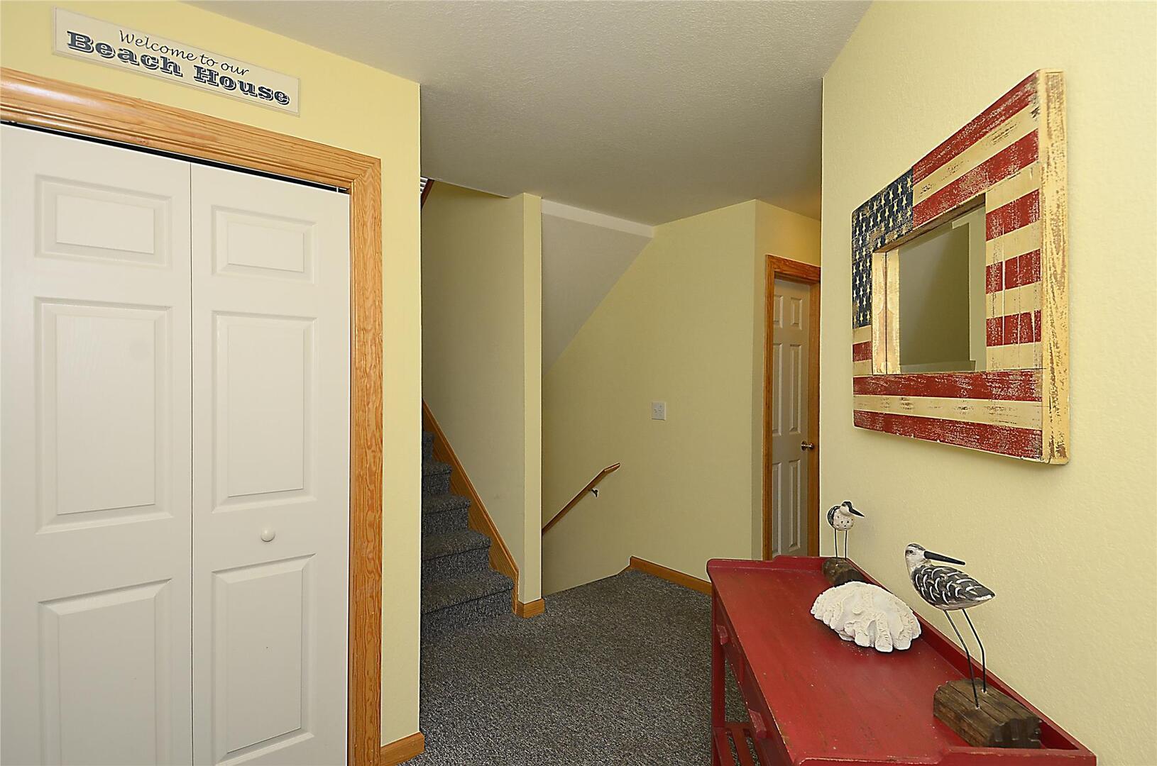 Middle Level,Foyer,