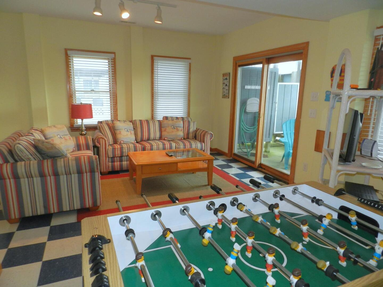 Lower/Pool Level,Gameroom,