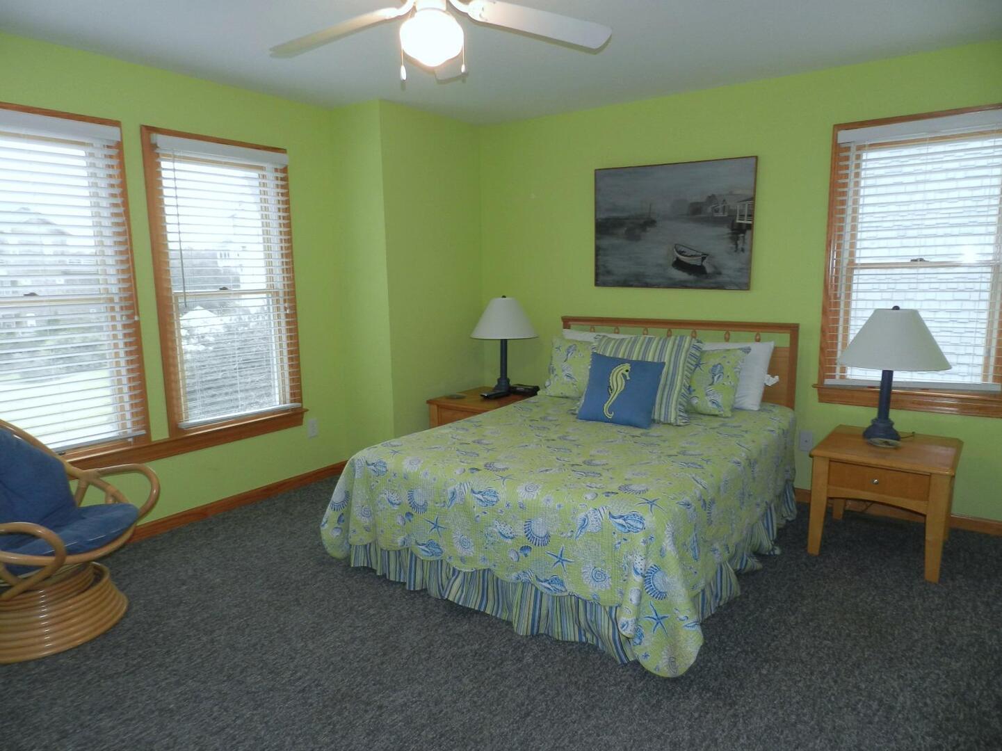 Middle Level,Queen Bedroom,