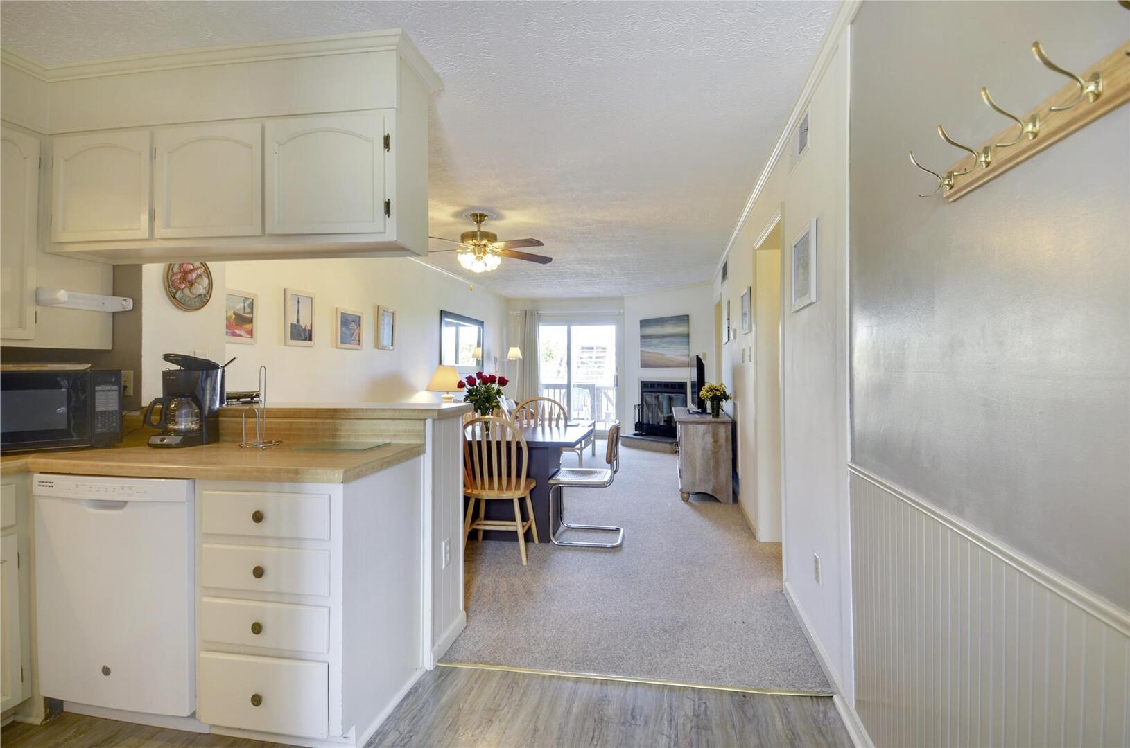 Main Level,Foyer,Overall Kitchen