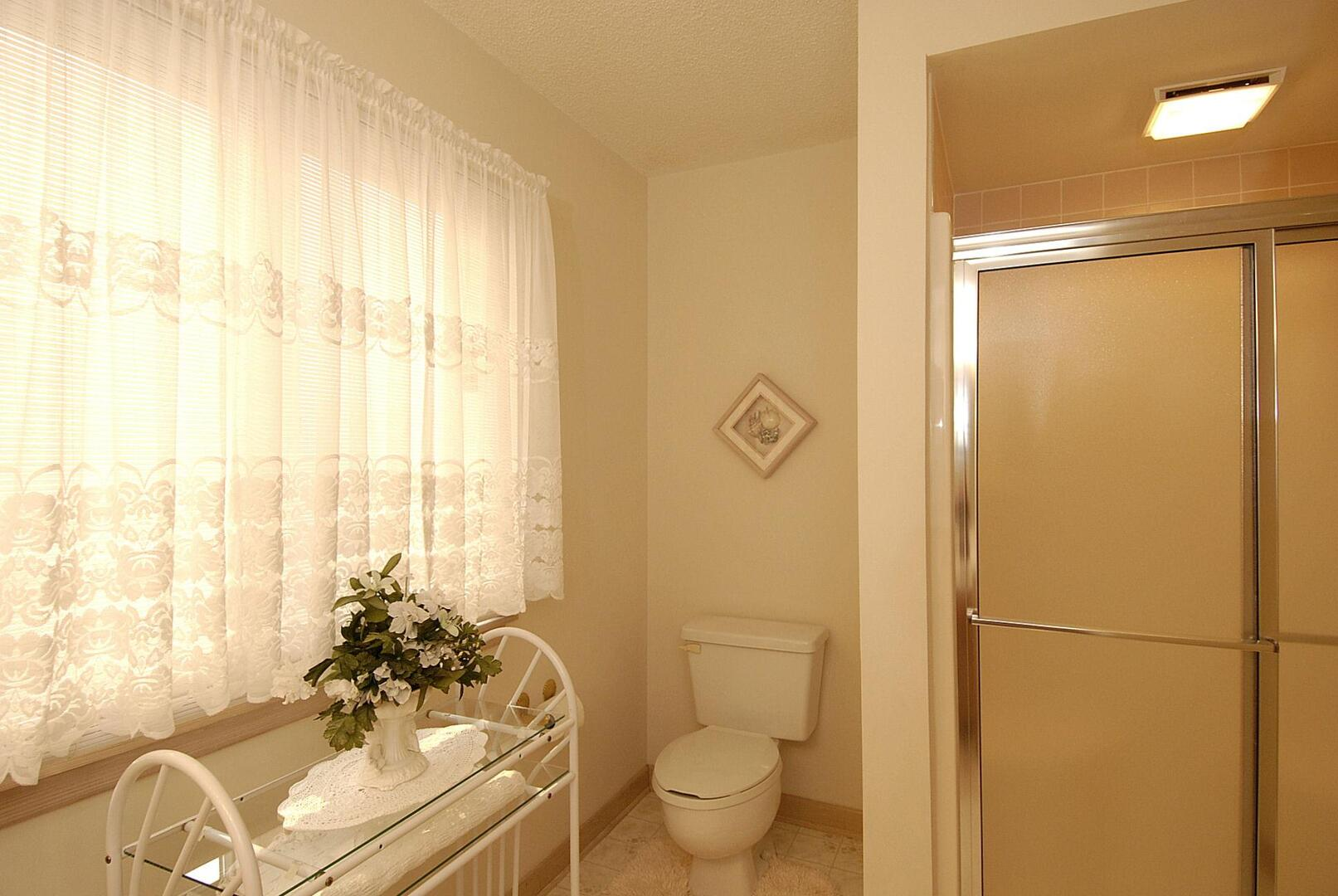 Middle/Entry Level,Bath,