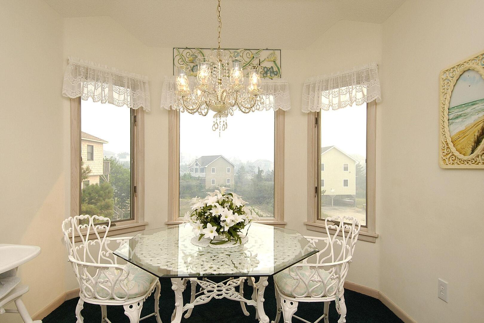 Upper/Main Level,Breakfast Room,Breakfast Room
