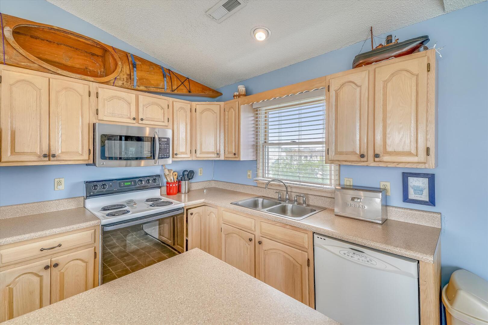 Upper/ Main Floor,Kitchen,