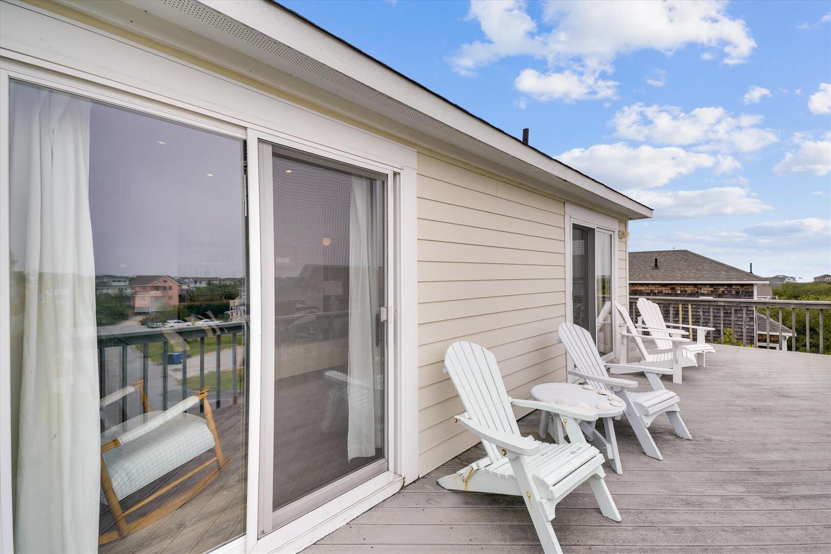Upper/ Main Floor,Deck,
