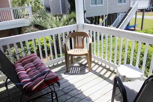 Front deck/Street side