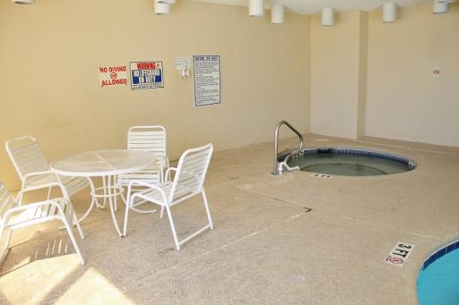 Jacuzzy hot tub/Indoor pool