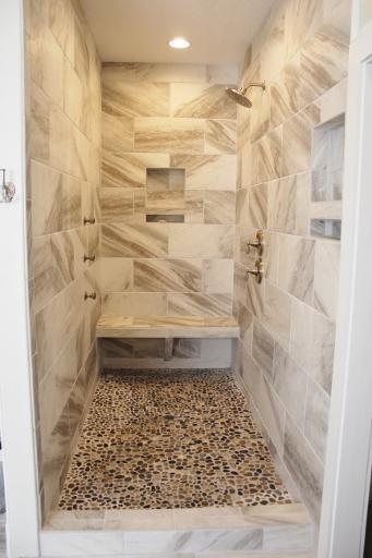 Master bathroom/1st floor