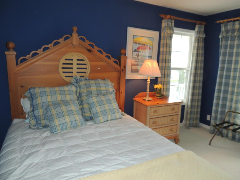 2nd Floor 1 Queen Bedroom