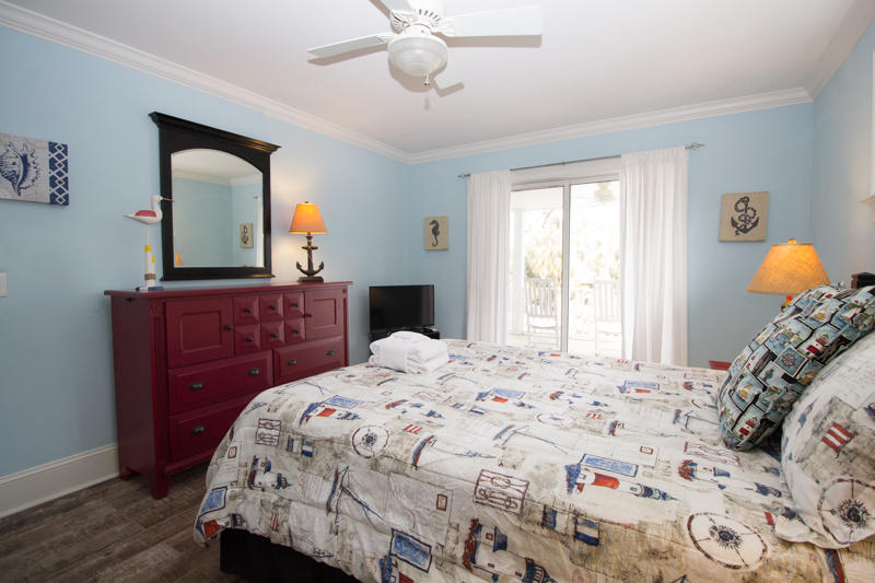 Downstairs queen bedroom with en suite bath