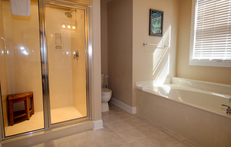 2nd Floor En Suite Bath with Garden Tub