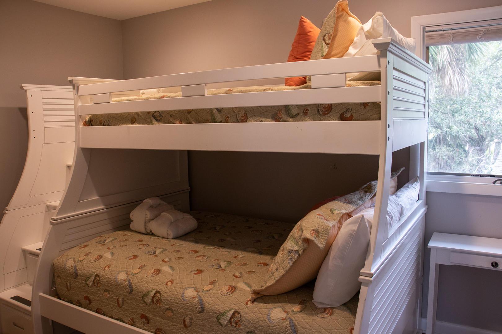 Bedroom 3, 2nd floor, TV, bunk beds
