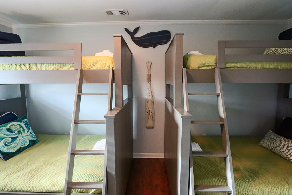 Upstairs bunk room (twin over full)