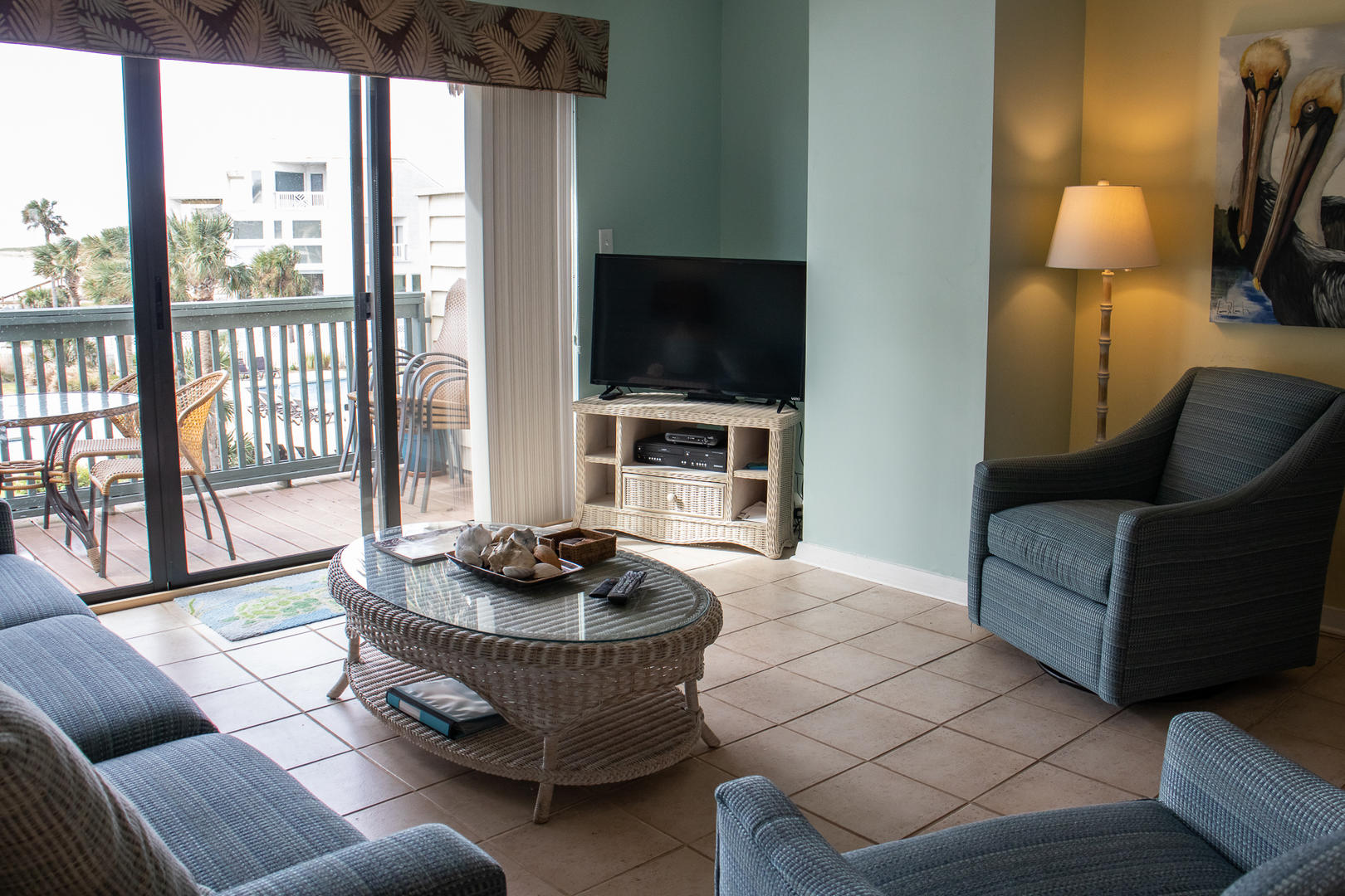 TV w/ DVD, balcony access, 1/2 bathroom