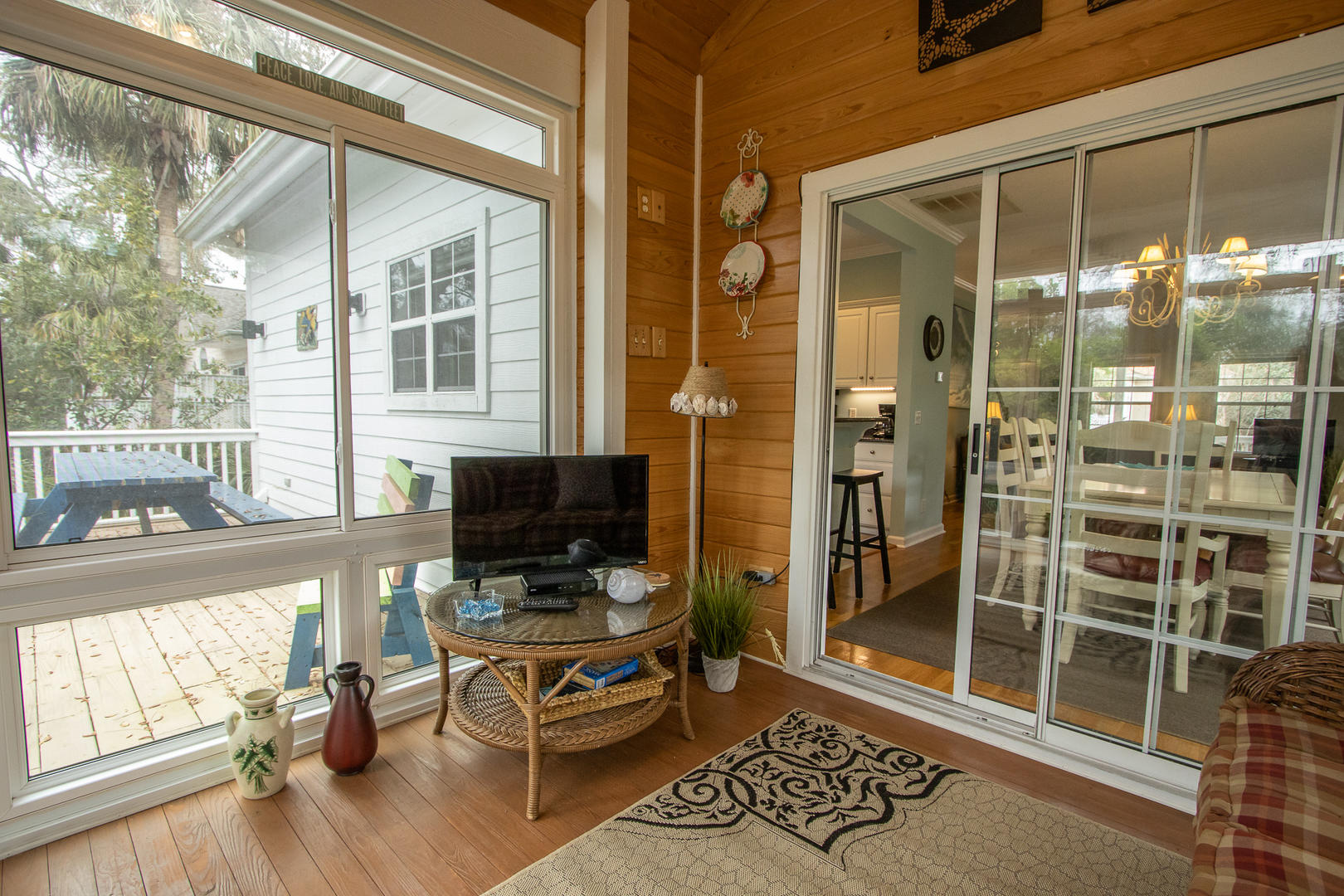 Screened porch, accessible from dining, TV