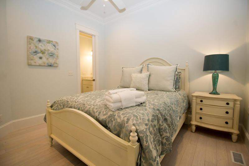 Queen bedroom with en suite bath