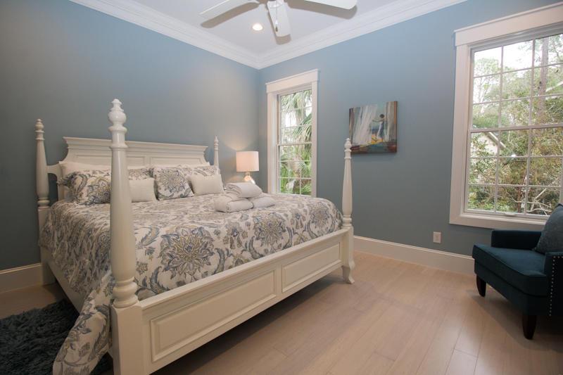 King master bedroom with en suite bath