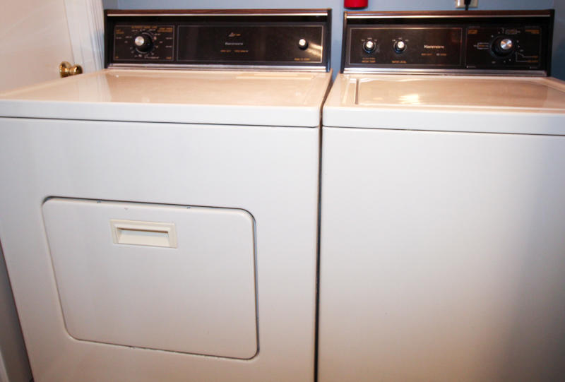 Washer/Dryer in 2nd Floor En Suite Bath