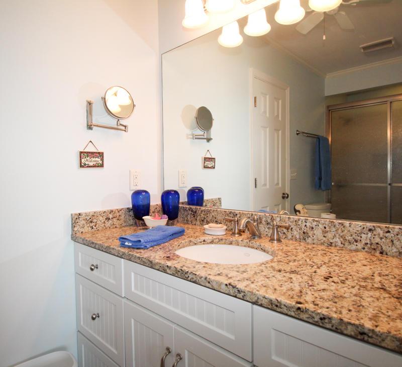 2nd Floor Guest Room En Suite Bath
