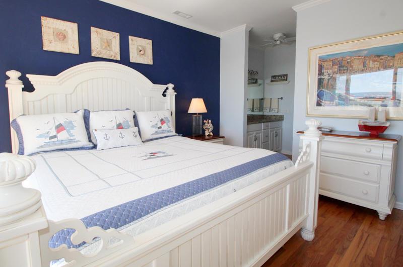 1st Floor Master Bedroom