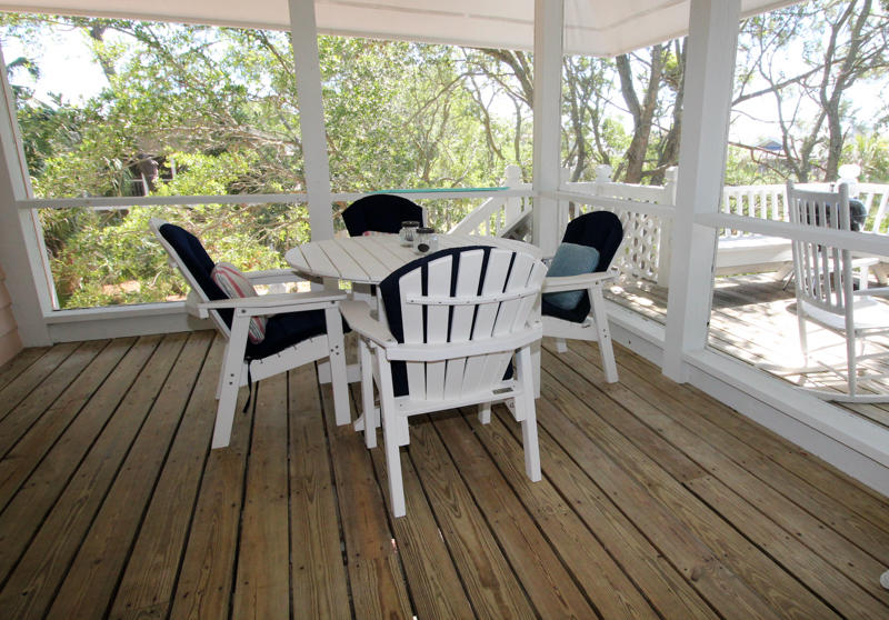 Table and Chairs on Screened in Porch