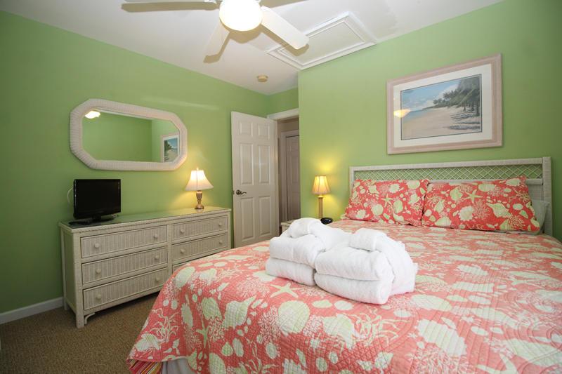Second floor queen bedroom