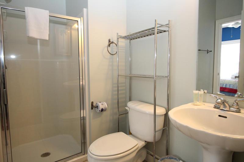 First floor queen bedroom en suite bath