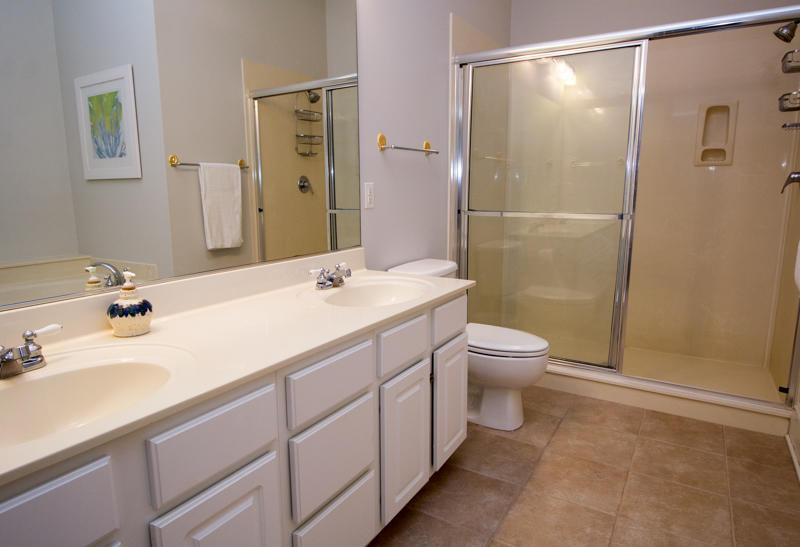 1st Floor Maste En Suite Bath