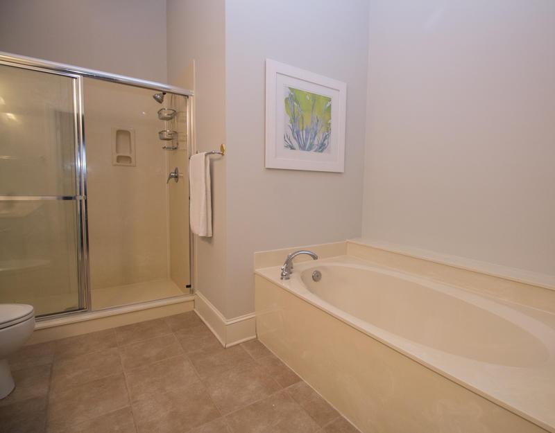 1st Floor Master En Suite Bath